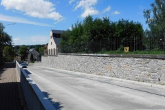 Sanierte Stützwand, rückverankert - LRA Erzgebirge
